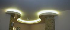 Дизайн подвесного потолка на кухне