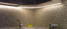 Подсветка потолка на кухне