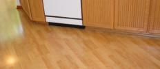 Можно ли стелить ламинат на кухне?