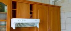 Прячем на кухне вентиляционный короб