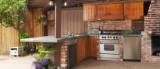 Летняя кухня с верандой и барбекю