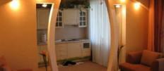 Дверной проем на кухне с аркой из гипсокартона