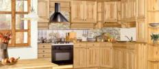 Интерьеры кухни с гарнитуром сосны