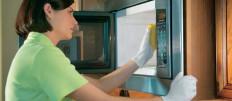 Способы как отмыть микроволновку внутри