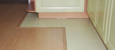 Что лучше: плитка и ламинат на пол кухни