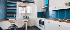 Необычные варианты отделки стен кухни обоями