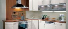 Белый кухонный гарнитур в современном интерьере кухни