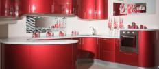 Красный кухонный гарнитур: оптимальные варианты сочетания цветов в интерьере