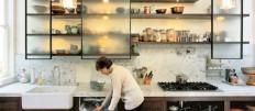 Подбираем или делаем сами функциональные стеллажи для кухни