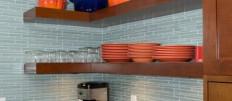 Какие угловые полки для кухни выбрать: функциональность и стиль