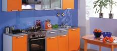 Используем оранжевые столы и стулья в интерьере кухни