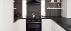Варианты интерьера кухни с черной столешницей