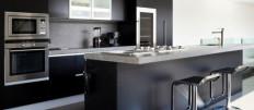 Варианты дизайна кухни в серо-черных тонах