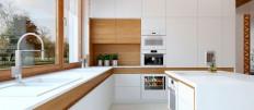Белая кухня под дерево в дизайне интерьера