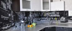 Варианты интерьера кухни с черным фартуком