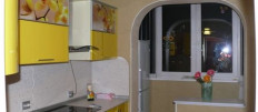 Чем хороша кухня с выходом на балкон: фото идеи
