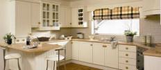 Идеи интерьера кухни с окном посередине