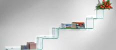Как выбрать и установить стеклянные полки на стену кухни