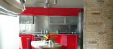 Популярные виды обоев для красной кухни