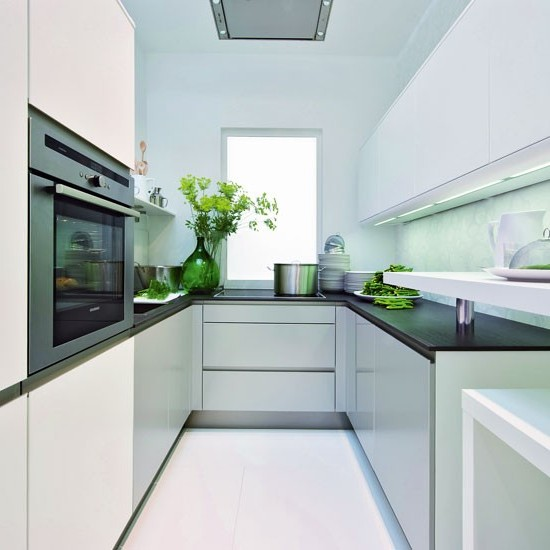 Дизайны белых кухонь