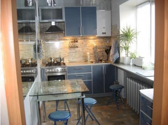 Кухня в хрущевке дизайн с мойкой у окна