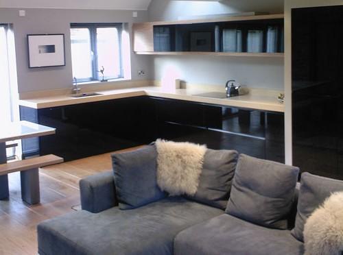 интерьер кухни студии на фото