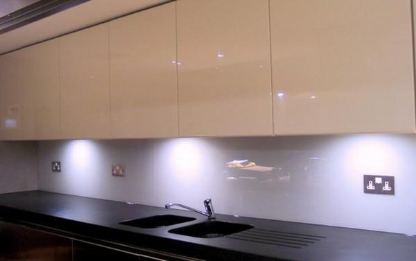 фартук для белой кухни на фото (7)