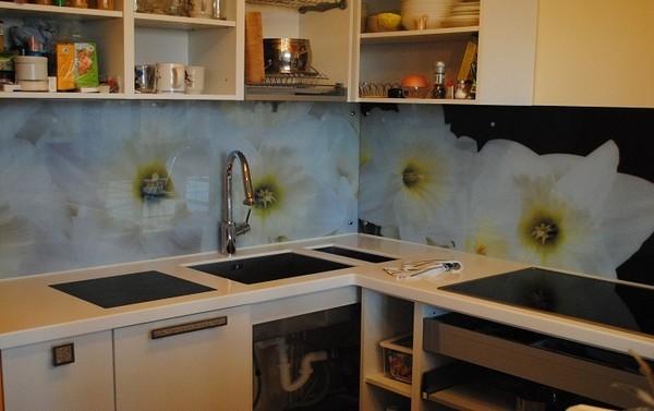 фартук для белой кухни на фото (1)