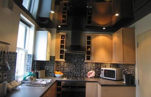 Натяжные потолки на маленькую кухню фото дизайн