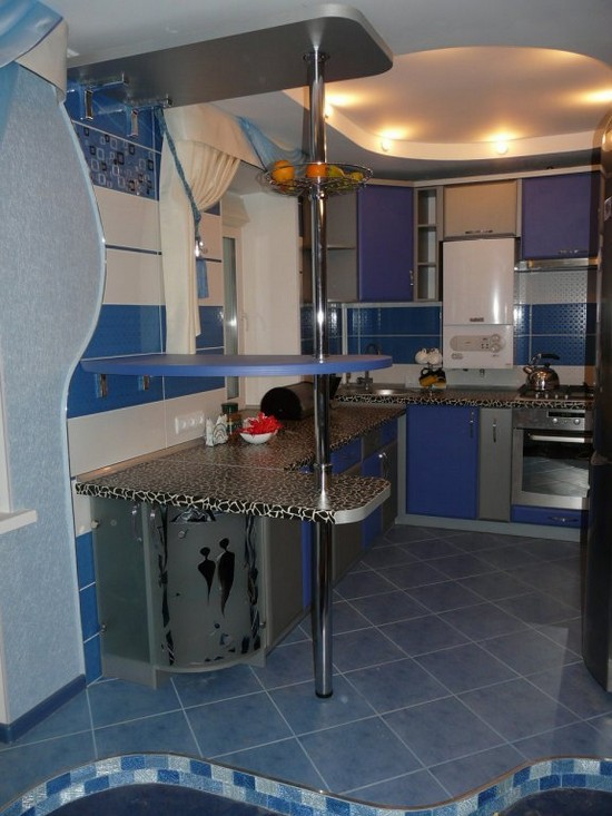 кухня голубого цвета в интерьере