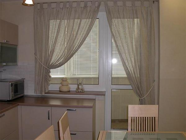 фото штор для кухни с балконом