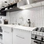 Белая плитка в интерьере кухни