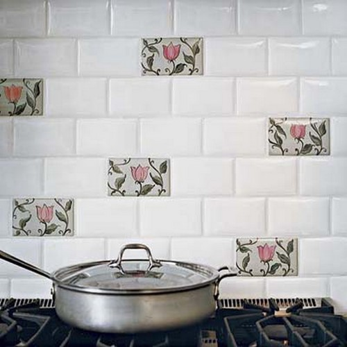 фото белой плитки в интерьере кухни