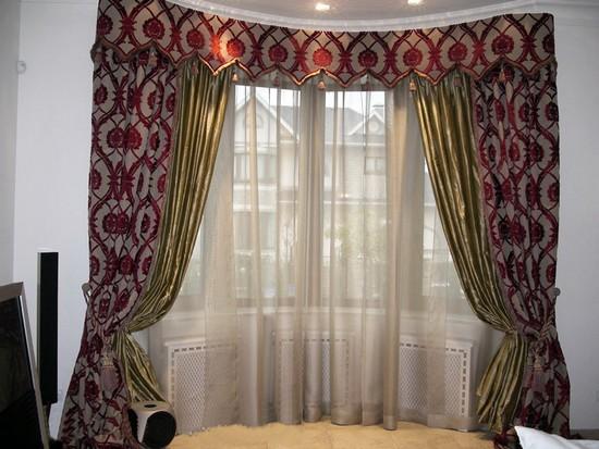 на фото шторы с эркером для кухни