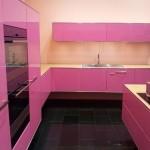 Дизайн кухни розового цвета