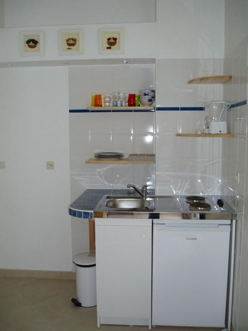uglovye-kuhni-dlya-hruschevok-05