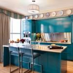 Яркая кухня бирюзового цвета в интерьере