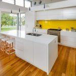 Современные варианты дизайна пола на кухне