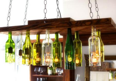 Люстра из дерева и бутылок
