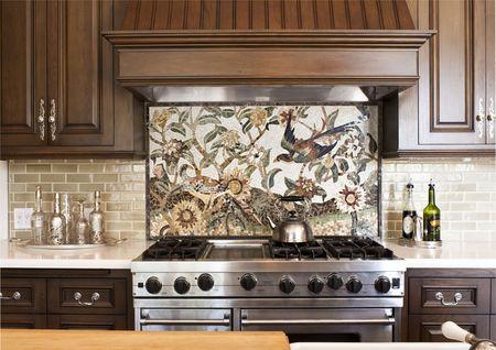Мозаичное панно в сочетании с кафельной плиткой