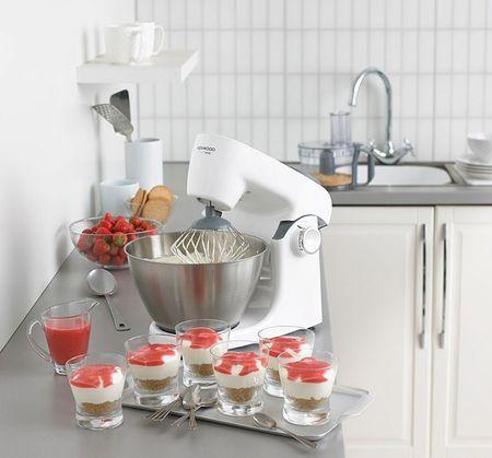 Кухонная машина Kenwood на кухне