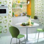Варианты комбинированных обоев для интерьера кухни