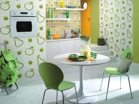 комбинированные обои с рисунками в зеленых цветах